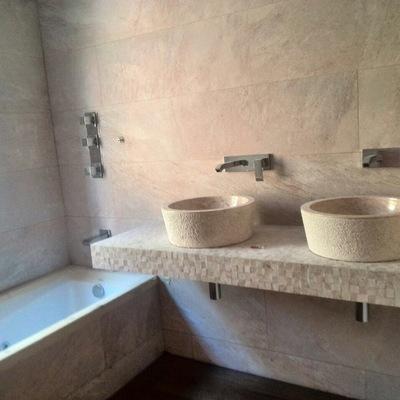 Diseño y reforma de wc incorporando encimera de obra