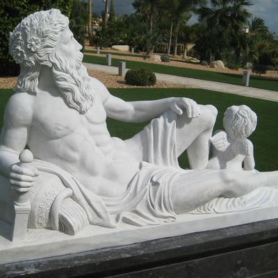 Detalle de la pieza en marmol macael tallada a mano de encargo