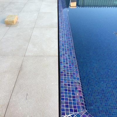 Construcción completa de piscina desbordante