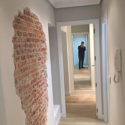 pasillo muro viejo recuperado