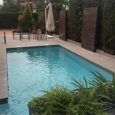 piscina acero y lamina armada gris claro