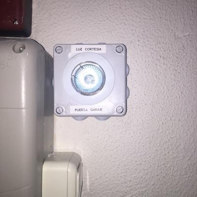 luz cortesia puerta automática garaje