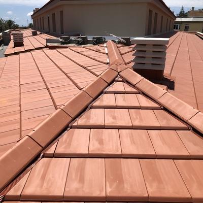 Tejado elaborado con estructura metálica, impermeabilización y aislamiento térmico con Borja Therm y revestido con Teja Borja FLAT - 10 Tech.