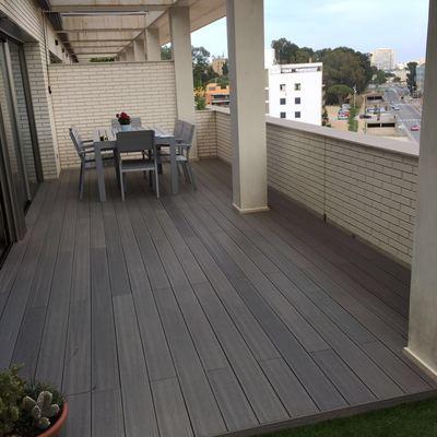 Terraza, tarima tecnológica y cesped