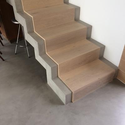 Escalera en Microcemento y madera  Madroñal Marbella