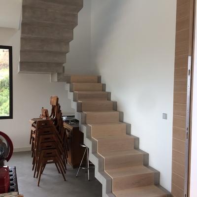 Escalera microcemento y madera Obra Madroñal
