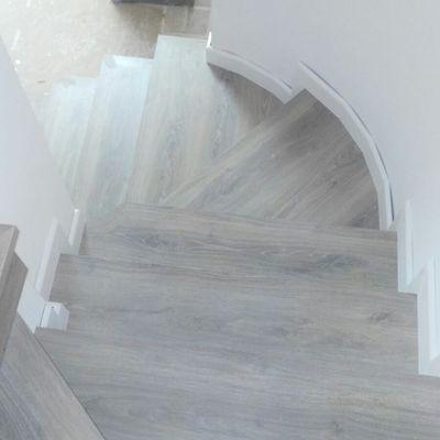 escalera suelo laminado