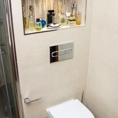 Cisterna empotrada con hornacina