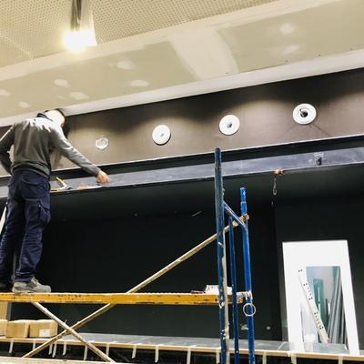 Instalando difusores impulsion de aire acondicionado de gran caudal en Bar Copa