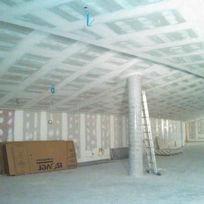 Trabajo de pladur (paredes y techos en ejecución)