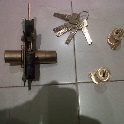 Sustituir bombines en una cerradura fichet.