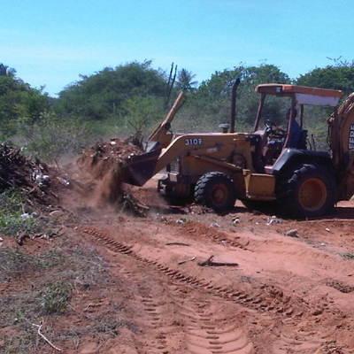 Movimiento de tierra y limpieza de terreno.