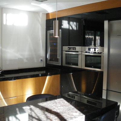 Detalle de frente cocina en negro
