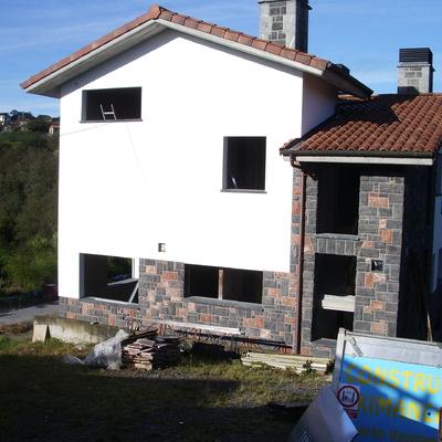 Acabado de fachada de aislone  y piedra