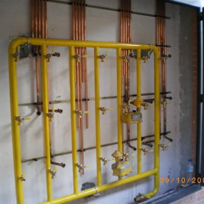 Armario contadores de gas en instalación