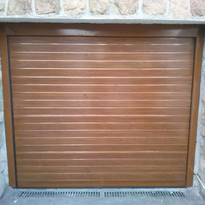 Puerta seccional Imitacion madera clara