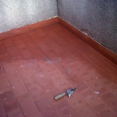 Impermeabilización y alicatado de terraza.