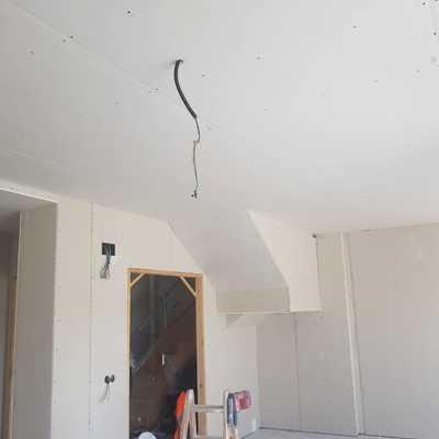 Salón y techos acabados a falta de encintado