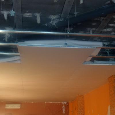 Insonorización techo restaurante.