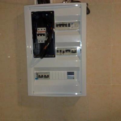 Instalacion caja de automaticos para un negocio