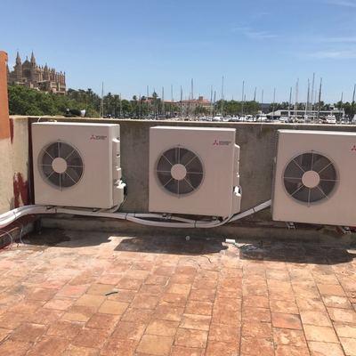 En esta ocasión instalamos 4 máquinas de aire acondicionado de 6000fgh en el restaurante Ca N'Eduardo.