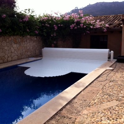 Instalación cobertor automático de piscina.