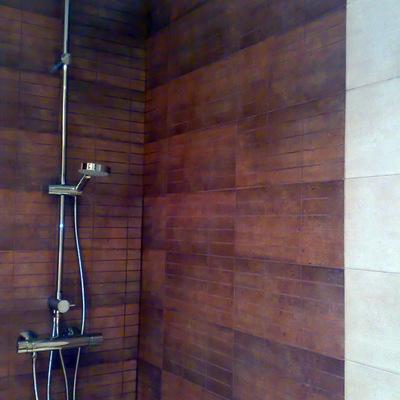 Instalación de ducha y alicatado