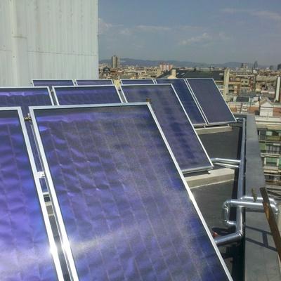 Agua caliente solar y climatización de piscina en el edificio de la sede territorial de ONCE en Barcelona
