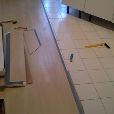 instalación de pavimento vinilico en pvc imitacion madera sobre suelo actual sin obras.