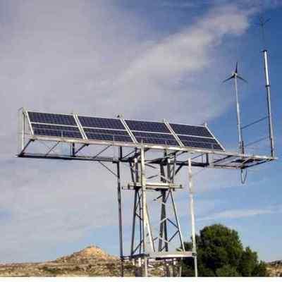 Instalacion de placas solares, aerogenerador y pararrayos