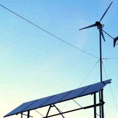 Instalacion de placas solares y aerogenerador.