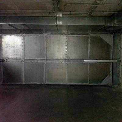 Instalación de puerta batiente