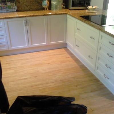 Instalando un Suelo de PVC en una cocina