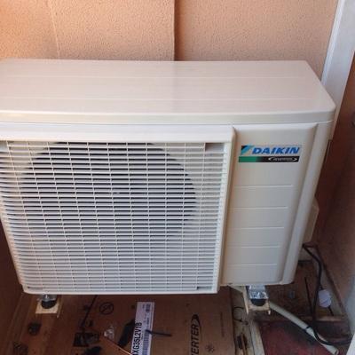 Instalación de una máquina de aire acondicionado DAIKIN emura