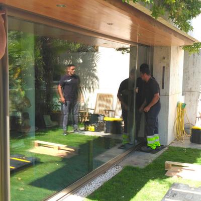 Instalación de cristales en terrazas exteriores.