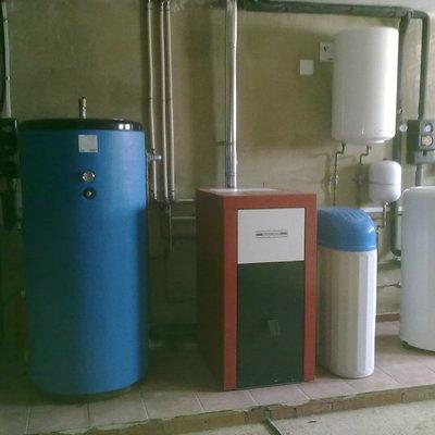 Instalación mixta, biomasa, solar y Suelo Radiante