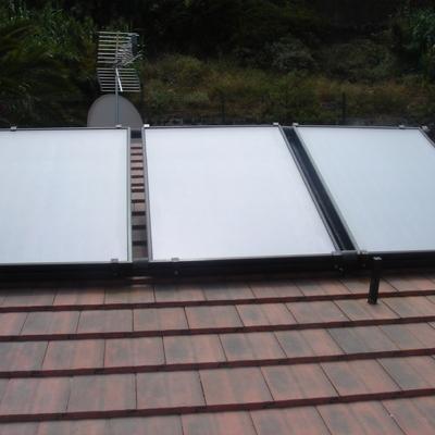 Instalación solar forzada sobre cubierta de teja
