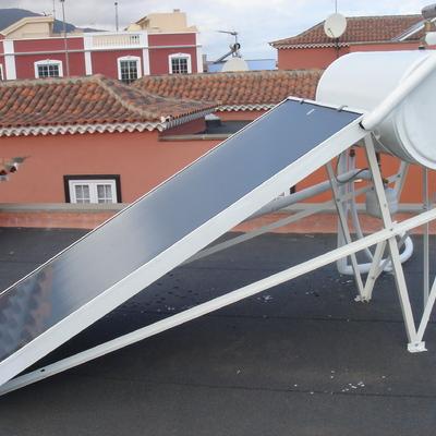 Instalación solar térmica sobre cubierta plana