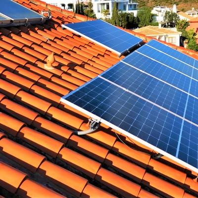 Instalacion fotovoltaica en cubierta inclinada y sobre teja