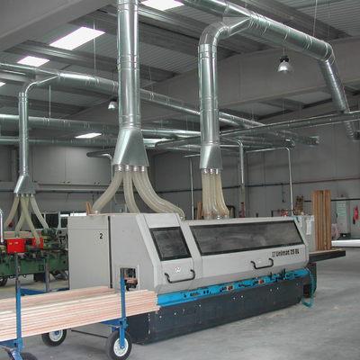 Instalación de la línea de alimentación y el cuadro de proteccion para una máquina en una carpintería
