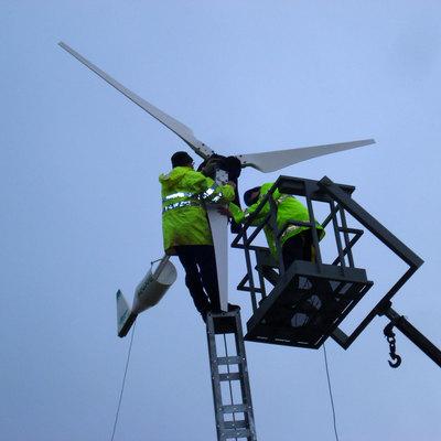 Instalando el aerogenerador