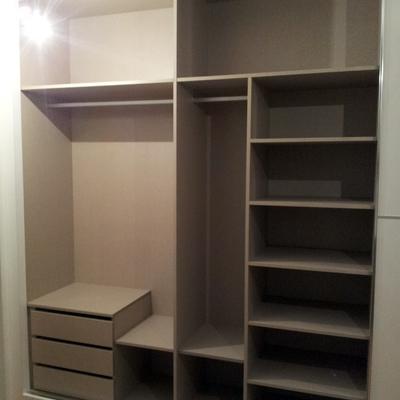 Interior de armario empotrado