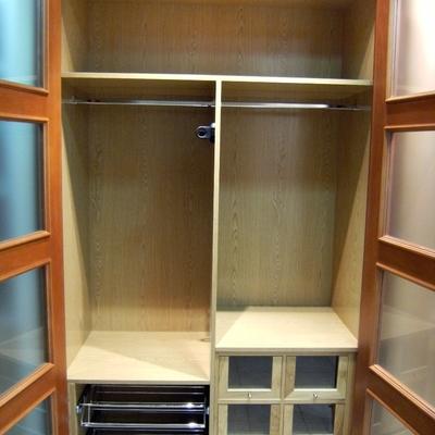 Interior de armario realizado en roble