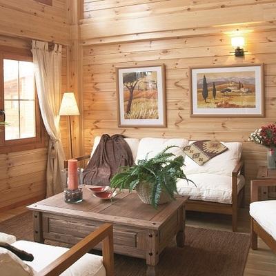 Interior de casa prefabricada de madera