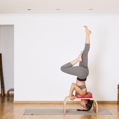 banco de yoga posturas invertidas