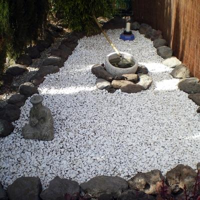 Jardín piedra blanca