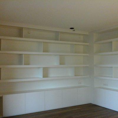 Libreria a medida lacada.