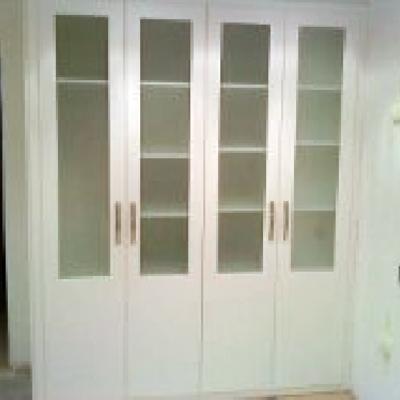 librería de 4 puertas acristaladas lacado blanco.