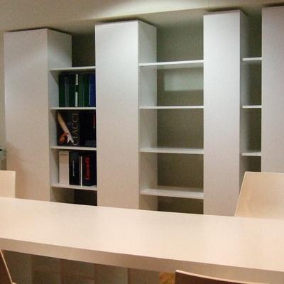 Libreria y mesa