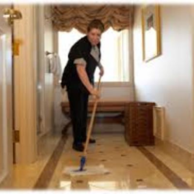 limpiando piso